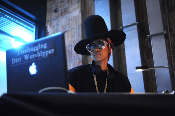 DJ Lo Down Loretta Brown (Erykah Badu)